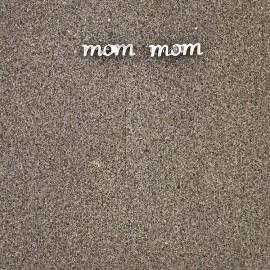 """Antikolt """"mom"""" felirat"""