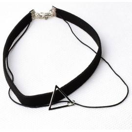 Háromszög medálos bőr nyaklánc