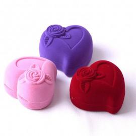 Szív alakú, rózsás díszdoboz