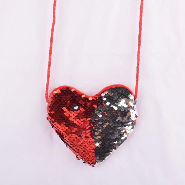 Szív alakú, piros pikkelyes pénztárca