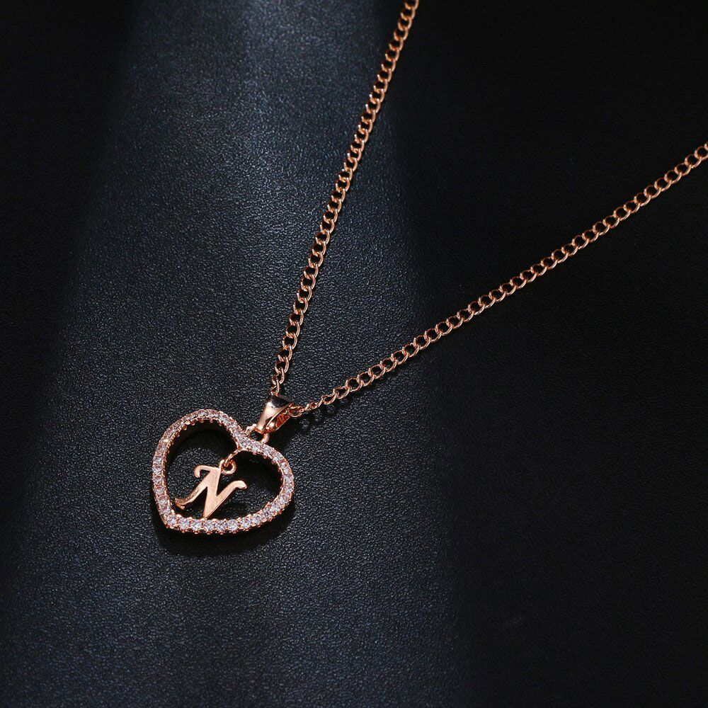 V betű medálos nyaklánc