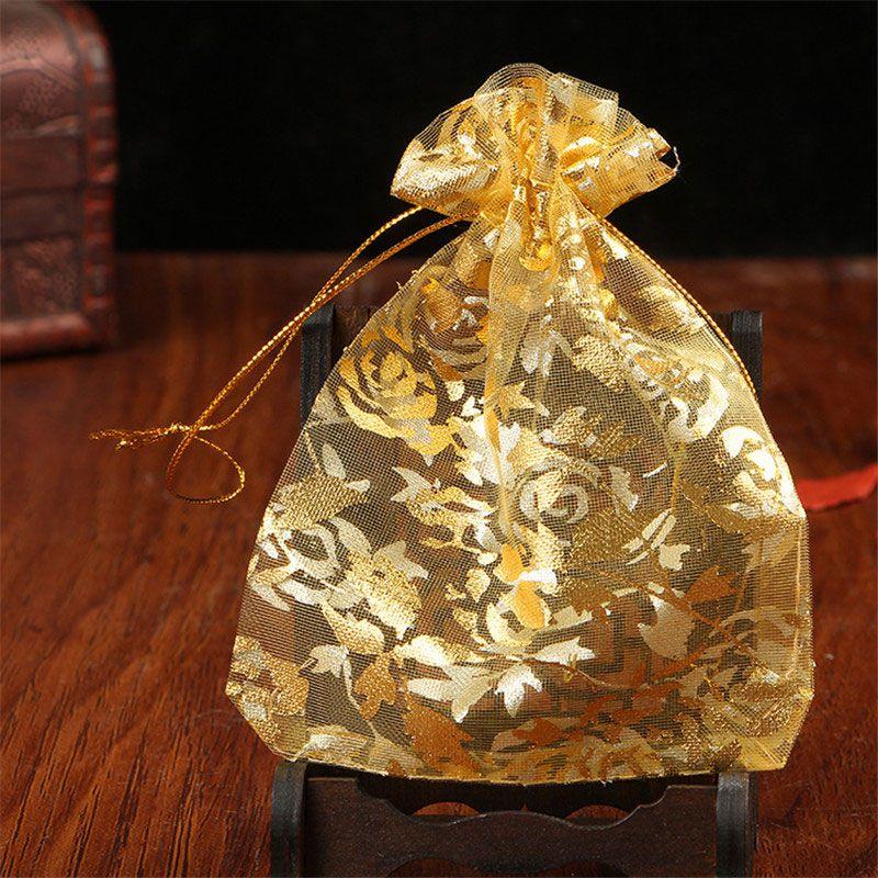 Arany rózsákkal díszített organza zsák